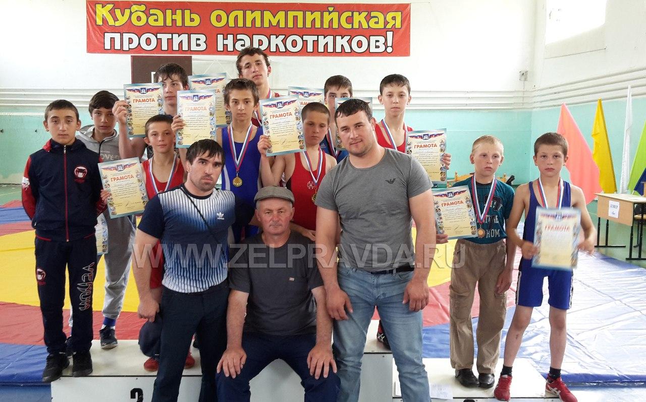 Борцы из станицы Сторожевой призеры Всероссийского турнира по вольной борьбе