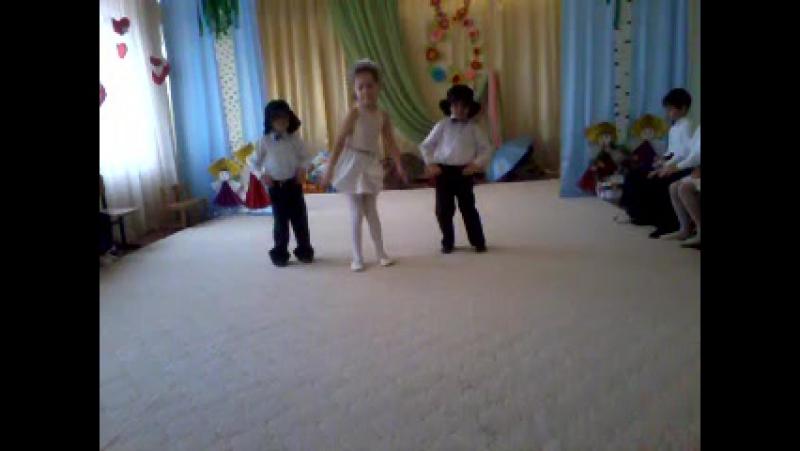 Танец на 8 марта пупсик Матвей с лева