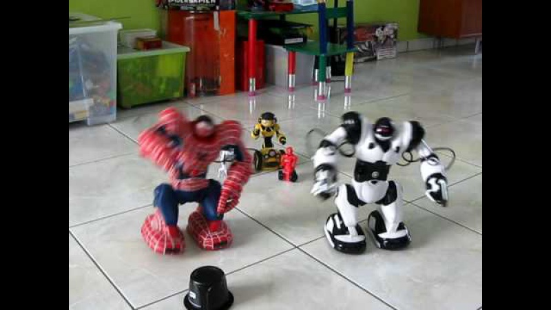 Робот человек-паук Spidersapien танцует