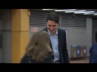Що буде якщо премєр-міністр Канади спустиця в столичне метро.