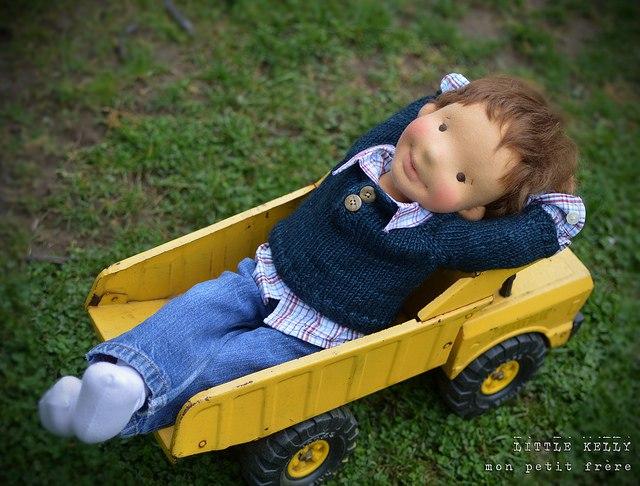 мальчик кукла