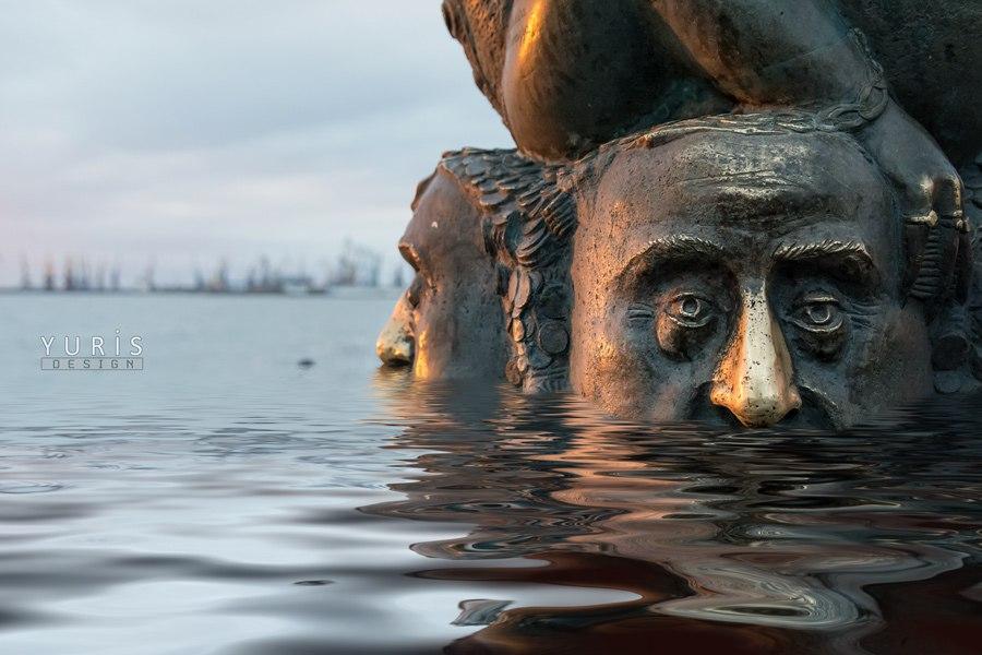 бердянск, памятники, жаба, зависть порок, потоп, море затопило, юрис