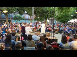 Сегодня и в ближайшие выходные в Реусе проходит цирковая ярмарка. Город превратился в одну сцену.