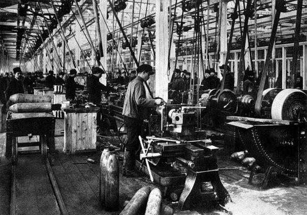 С июня 1903 года предпринимателей обязали выплачивать