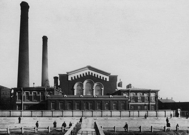 При Императорѣ Николаѣ II быстро росла промышленность.
