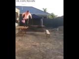 ФЭЙЛ - Пьяный мужик решил сломать лавку как рестлер, прыгнув со стола / Australian guy tries to body slam bench in epic fail