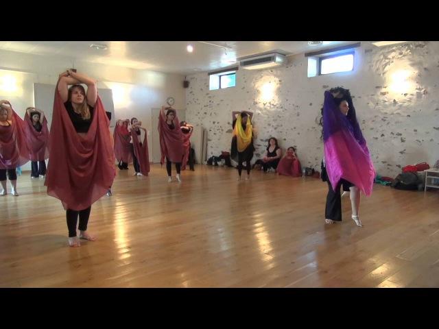 Fériel Rodriguez oriental dance workshops Silk veil emotions France breaking free music