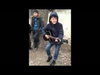 Мальчик от души поет песню Красавчик Чечня 2016