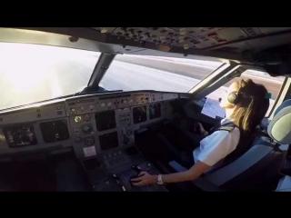 В США женщину-пилота сняли с рейса после её выступления в салоне
