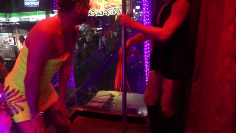 Алекс Лесли и Андрей Покер в Новый Год  » онлайн видео ролик на XXL Порно онлайн