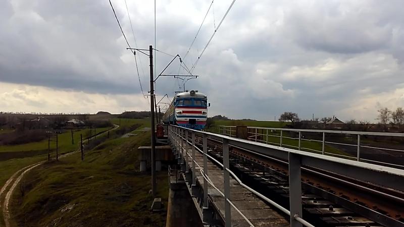 без номерной електропоезд проходит мост через речку Ольховатка на перегоне Сосоновка-Караван