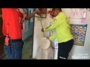 Тайские спасатели ловят змею Сакэу 02 08 2016