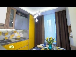 Уютная кухня-столовая с чайным сервизом под потолком