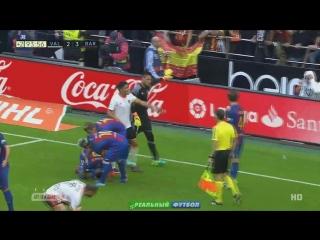 «Валенсия» – «Барселона». Фанат хозяев попал бутылкой в Суареса и Неймара