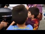 Дети встречают легенд футбола со слезами счастья.