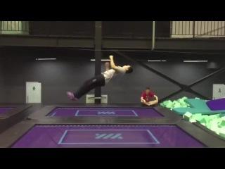 Лунная походка на батуте / Moonwalk on a trampoline