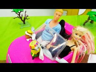 Ютуб канал и детские игры для девочек: Кен чинит детские машинки для Барби. Видео про куклы Барби