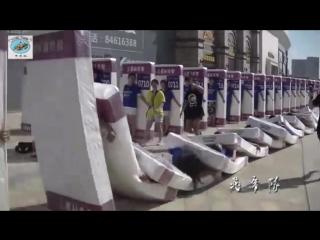 """Мировой рекорд: """"эффект домино"""" из людей"""