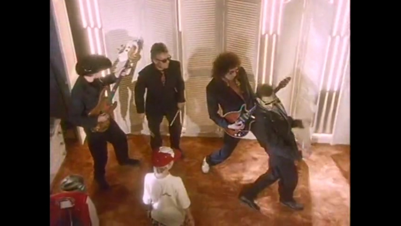 Queen - The Invisible Man (Official Video)