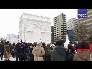 В Саппоро открылся Снежный фестиваль: Дональд Трамп, Триумфальная арка и покемоны из снега и льда