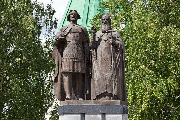 Памятник основателям Нижнего Новгорода - князю Юрию