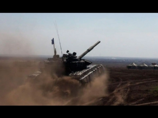 Лучшие танковые экипажи штурмуют преграды на земле и в воде