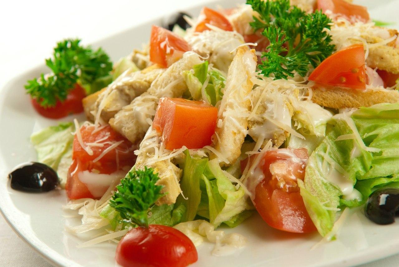 Салат цезарь с кальмарами рецепт с фото пошагово