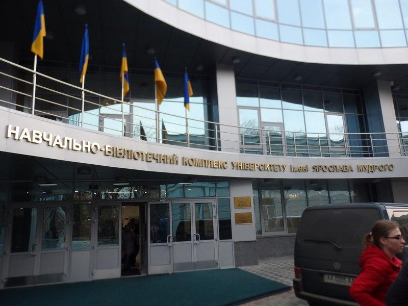 Стеклянная громадина открылась в Харькове (ФОТОГАЛЕРЕЯ)