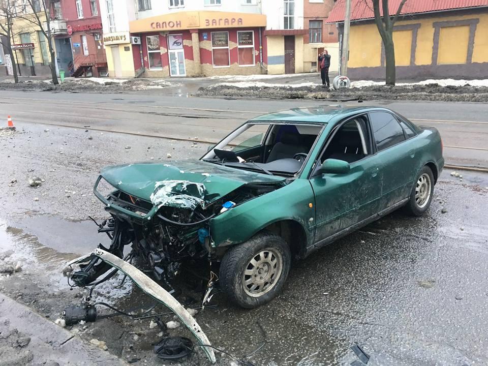В Харькове иномарку разорвало на части (ФОТО)