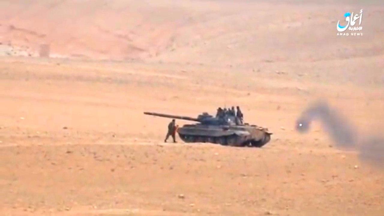 Т-62М под Пальмирой «принял» мощный удар из ПТРК, сохранив жизнь экипажу