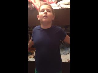 Танец под песню будильник и подпевает мой брат влад