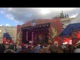 Праздничный концерт в День Победы на Дворцовой площади в Санкт-Петербурге.