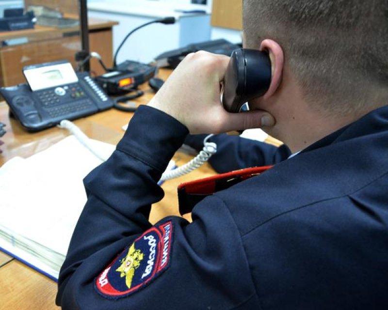 В Таганроге опера угрозыска задержали двоих таганрожцев, которые избили соседа и похитили мобильник
