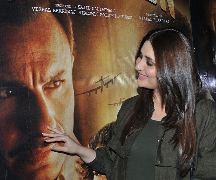 БЕБО - Карина Капур / Kareena Kapoor - Страница 16 ChOMvj6TJYU