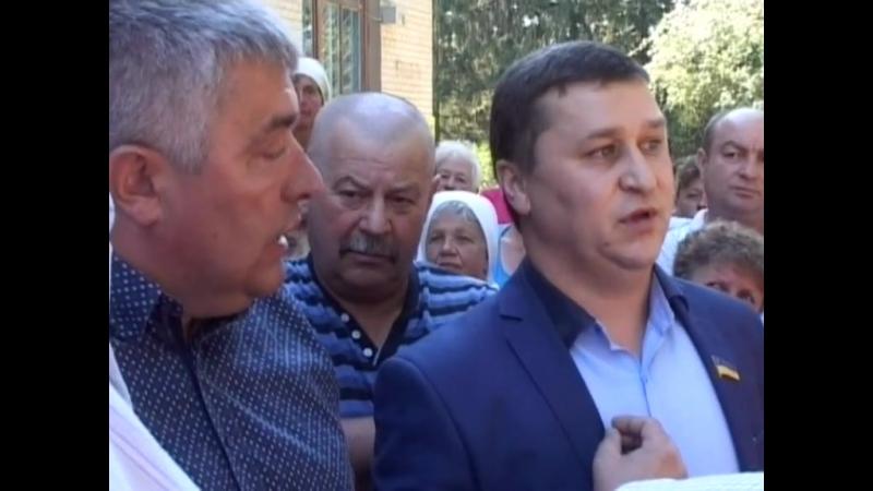 Лабазюк бажає поговорити з селянами тоталітарно.