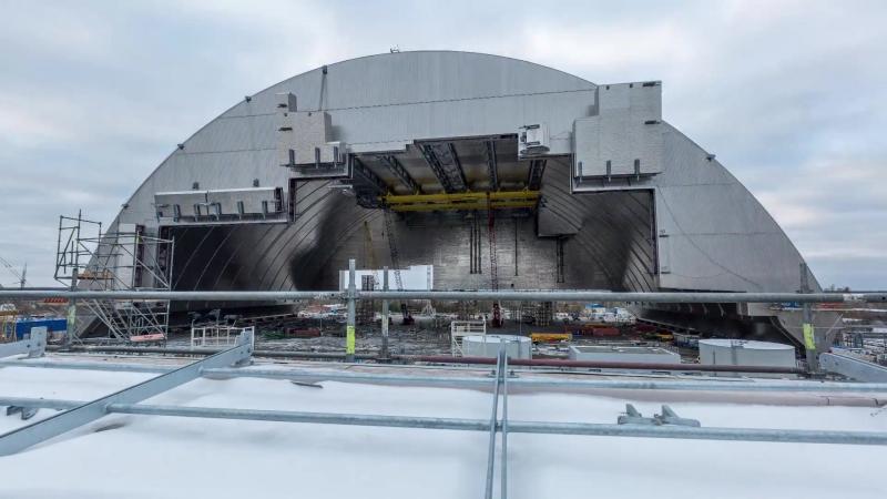 Початок насування Арки НБК на об`єкт Укриття 4 го енергоблоку на Чорнобильській АС