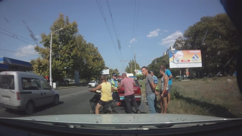 Инспектор Серов,гопник херсонского ГАИ и журналист ДК (Дорожный Контроль)Виталий Косенко.