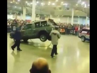 Машина танцует
