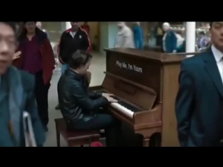 Профессионал-пианист поиграл на случайно попавшемся пианино _)