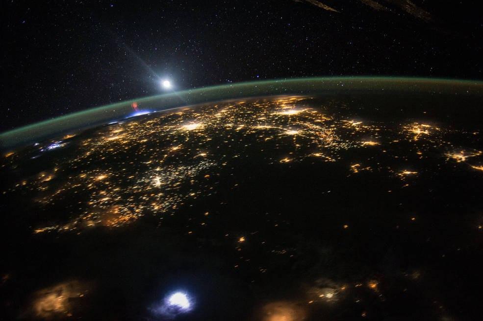 Красные спрайты (в верхних слоях атмосферы Земли), северо-запад Мексики