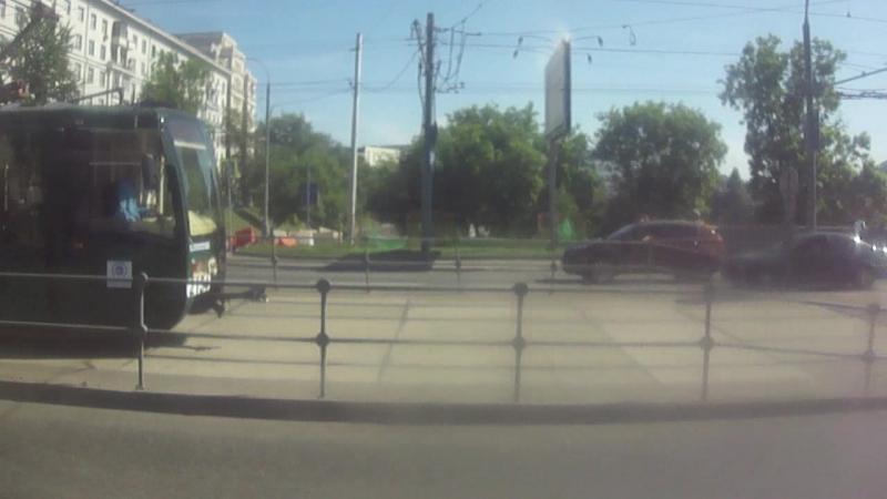 Гонка с трамваем 71-619