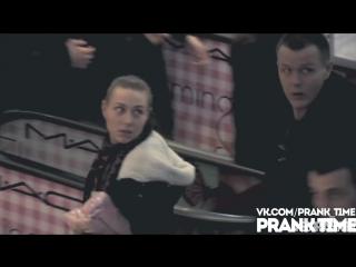 Гей пикап пранк на эскалаторе -- Love Escalator prank in Russia
