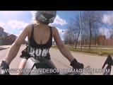 Горячая финская девушка в стрингах гоняет на KTM RC390