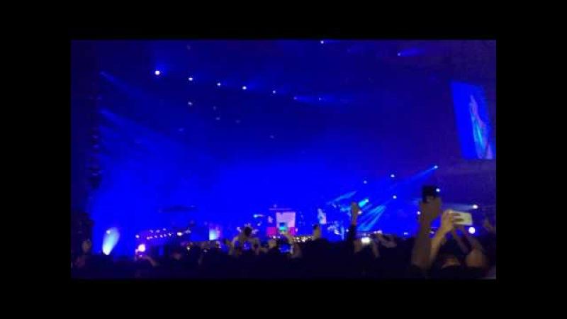 Linkin Park - One More Light (Live Debut in Santiago de Chile)