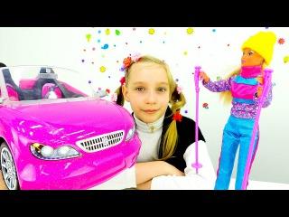Игры для девочек одевалки с БАРБИ. Смотреть Куклы спорт видео: Barbie катается на лыжах!