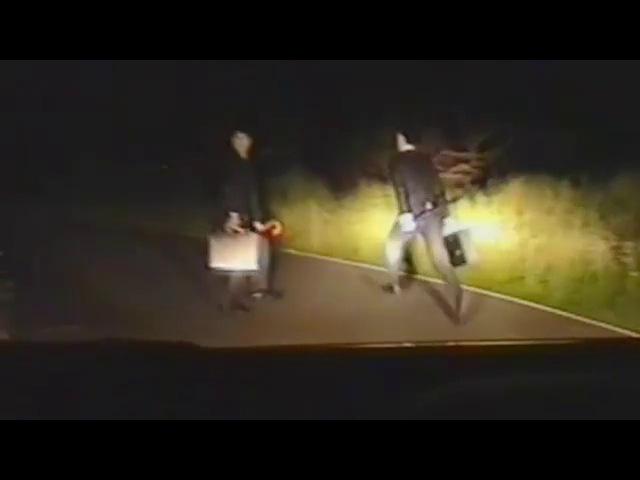 Странные люди в черном на дороге