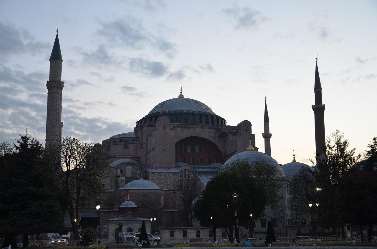 MI-q_zEFL_w Айя-София - главная достопримечательность Стамбула.