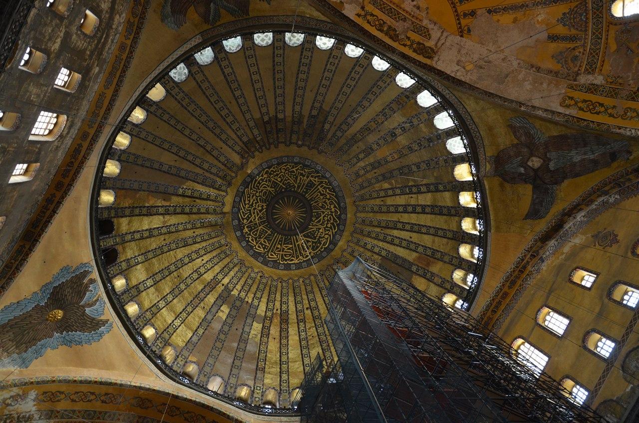 0MIe-pfFy-w Айя-София - главная достопримечательность Стамбула.