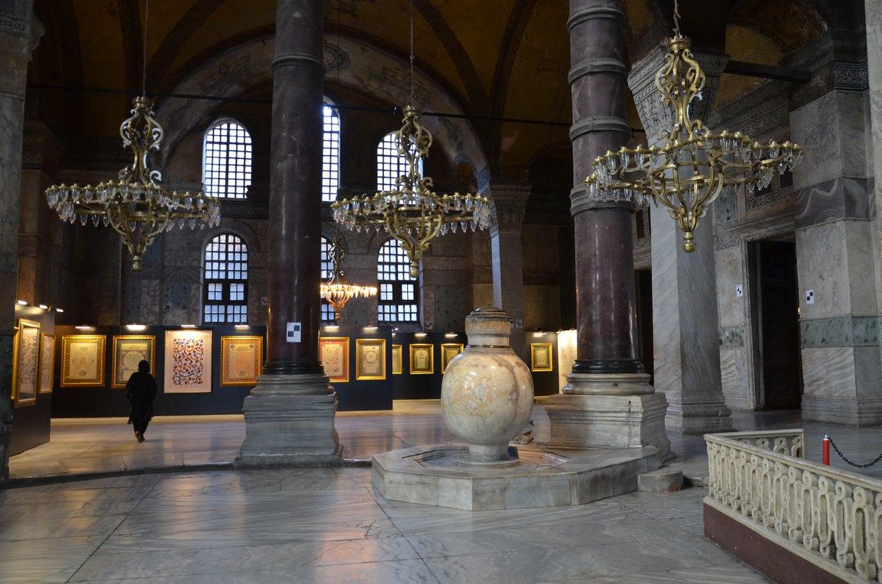 4YBGk_CMppM Айя-София - главная достопримечательность Стамбула.