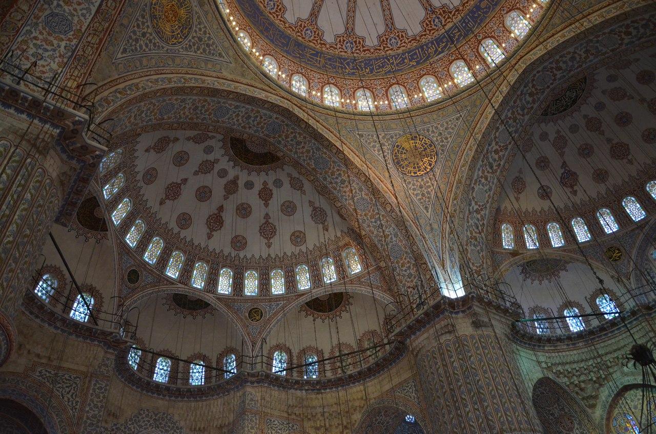 LWZPqNP8hqA Голубая мечеть или мечеть Султанахмет в Стамбуле.